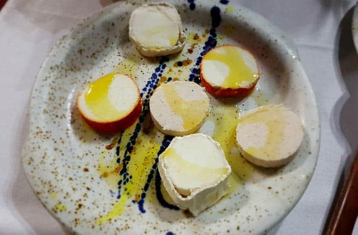 Tabla de quesos del valle de Balboa comer en Las Médulas