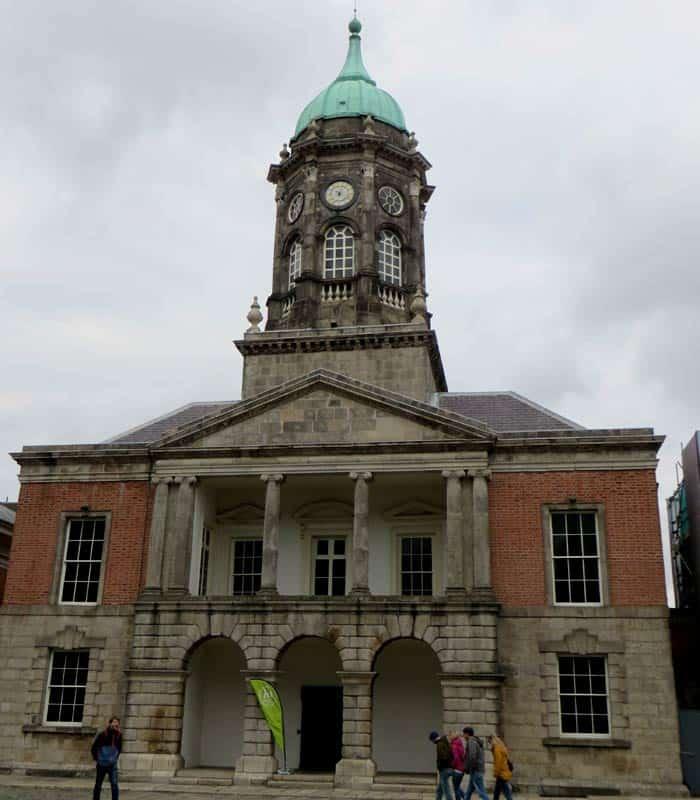 Torre Bedford en el Dublin Castle Dublín en un día