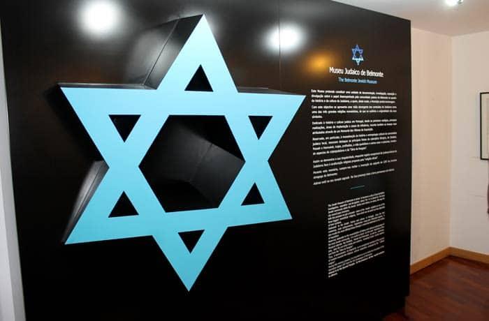 Panel con la Estrella de David en el Museo Judaico de Belmonte