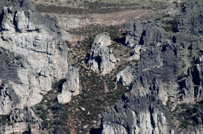 Vista de la Cueva de la Mora desde la ruta del Castillo Viejo