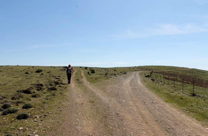 Primer desvío a la izquierda en la ruta Castillo Viejo de Valero