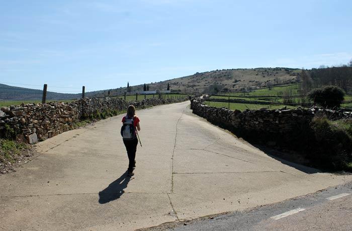 Inicio de la ruta al Castillo Viejo de Valero en La Bastida