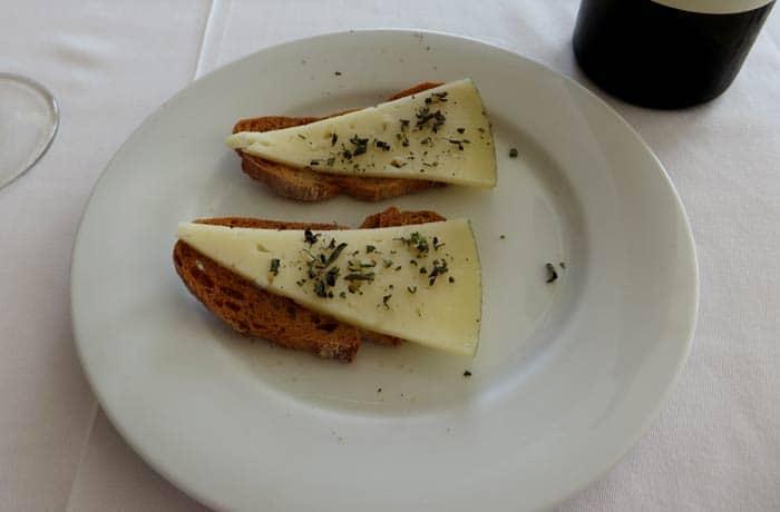 Aperitivo de queso comer en Cangas del Morrazo