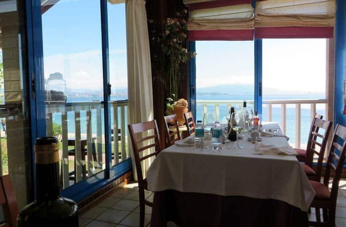 Interior del restaurante O Bruño comer en Cangas del Morrazo