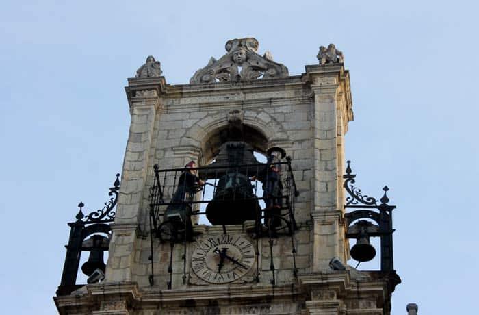 Maragatos del reloj del Ayuntamiento qué ver en Astorga