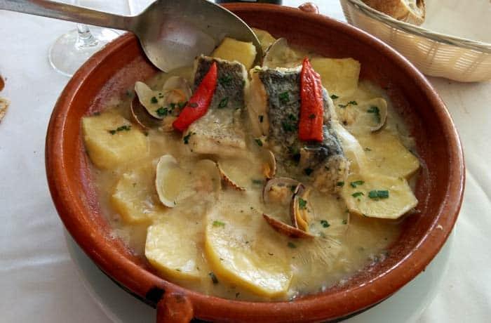 Merluza en salsa de albariño comer en Cangas del Morrazo