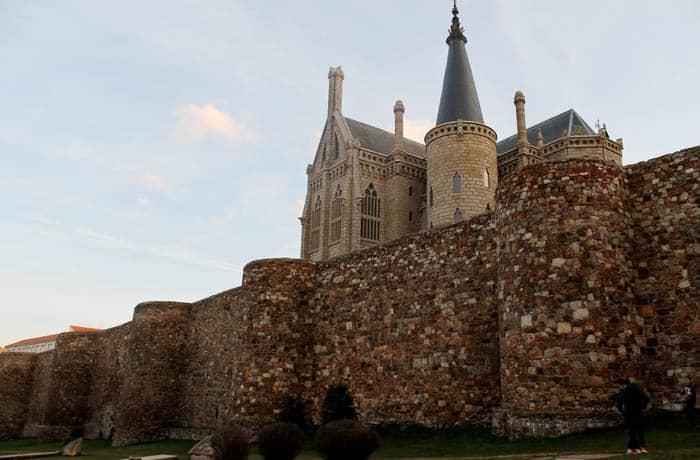 Muralla y Palacio Episcopal qué ver en Astorga