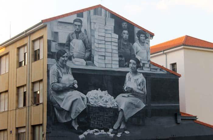 Grafiti en un edificio dedicado al oficio de elaboración de mantecadas qué ver en Astorga