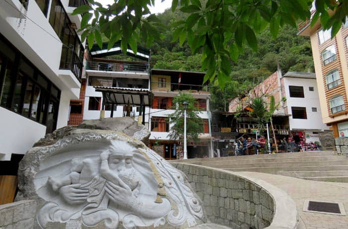 Talla decorativa en Aguas Calientes Machu Picchu consejos