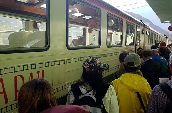 Accediendo al tren de IncaRail a Aguas Calientes Machu Picchu consejos