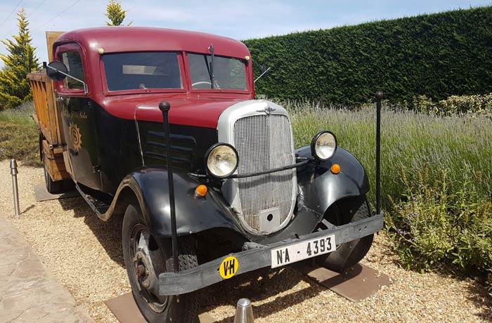 Camioneta expuesta en el Museo del Vino qué ver en Toro