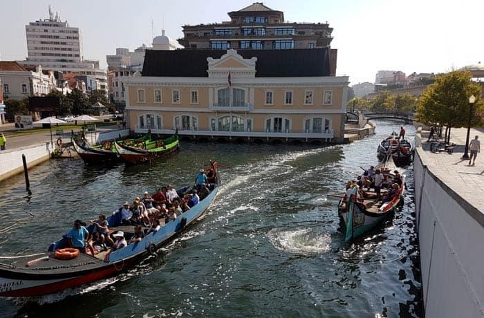 Moliceiros en los canales de Aveiro