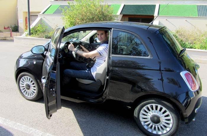 Con un coche de alquiler en la isla de Cerdeña razones para contratar un seguro de viaje