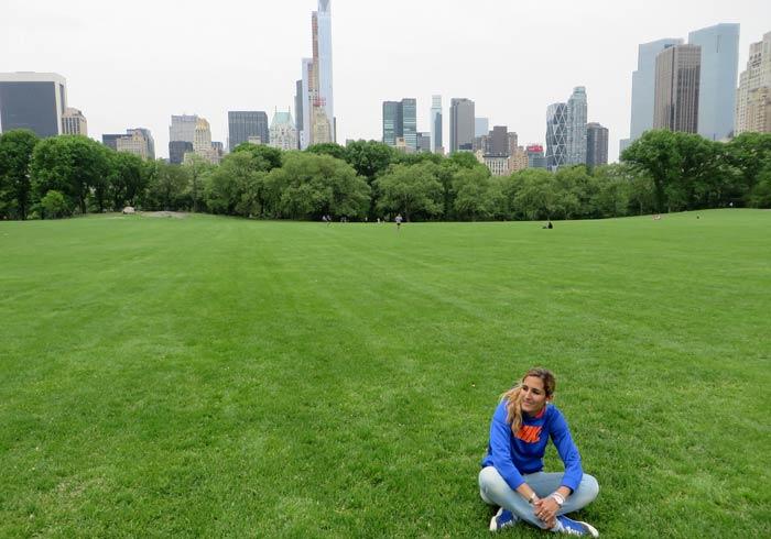 Estefanía en Central Park razones para contratar un seguro de viaje
