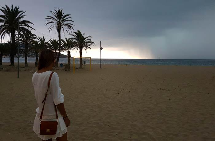 Atardecer en la playa del Salatar de Roses mejores calas de la Costa Brava