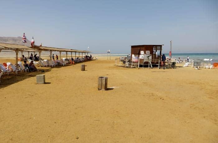 Vista de la playa de Ein Gedi mar Muerto en Israel