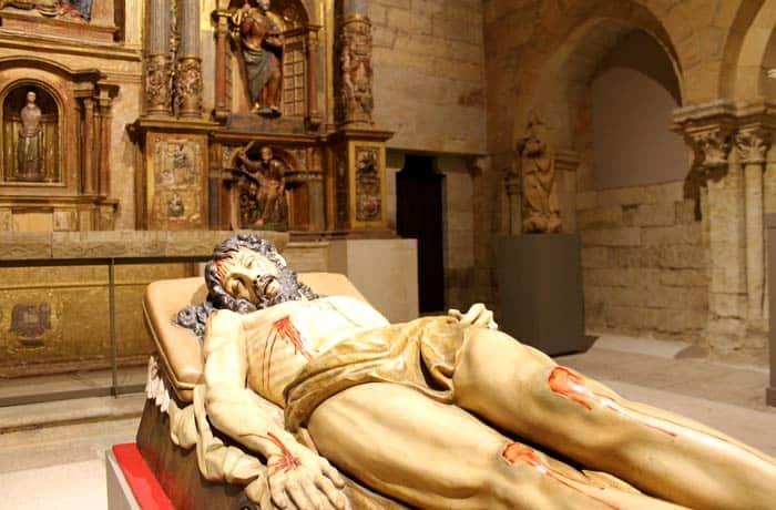Cristo yacente en la capilla de capilla de Santo Tomás de la Colegiata qué ver en Toro