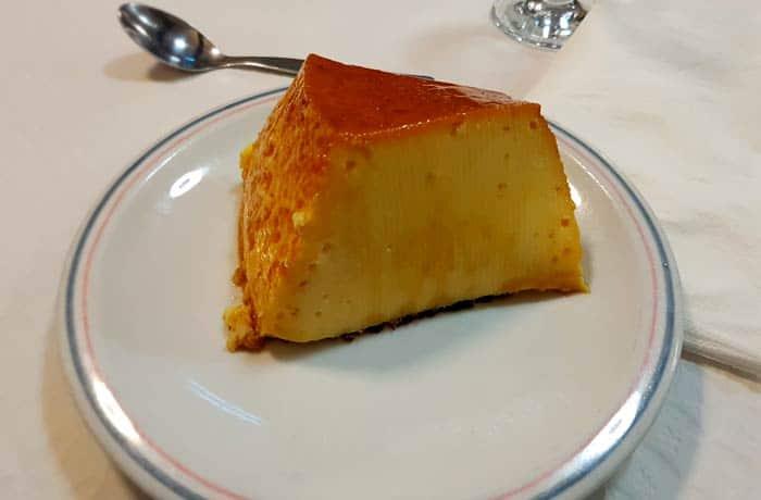 Pudim o flan del restaurante Portas do Sol comer en Guarda