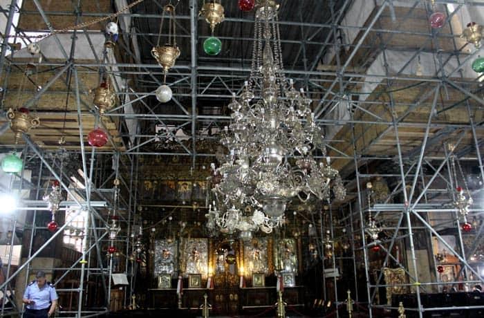 Andamios en la basílica de la Natividad Belén desde Jerusalén