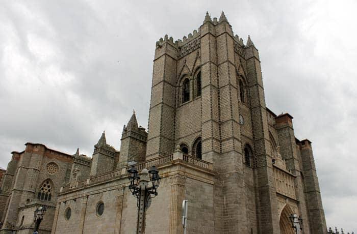 Catedra del Salvador de Ávila en un día
