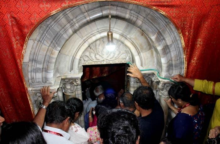 Entrada a la gruta de la Natividad Belén desde Jerusalén