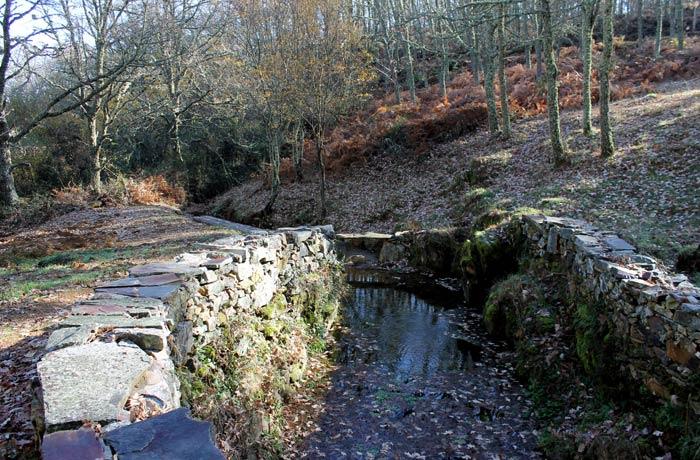 Paraje de Las Fuentes de Navarredonda de la Rinconada Cueva de la Mora