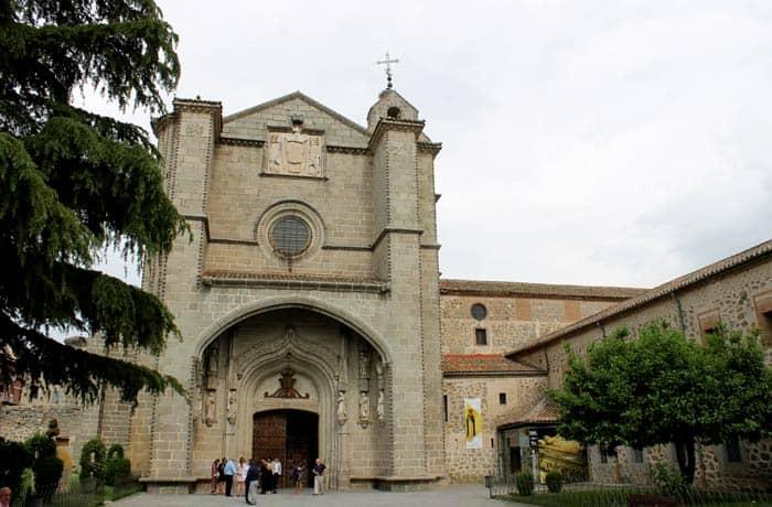 Real Monasterio de Santo Tomás Ávila en un día