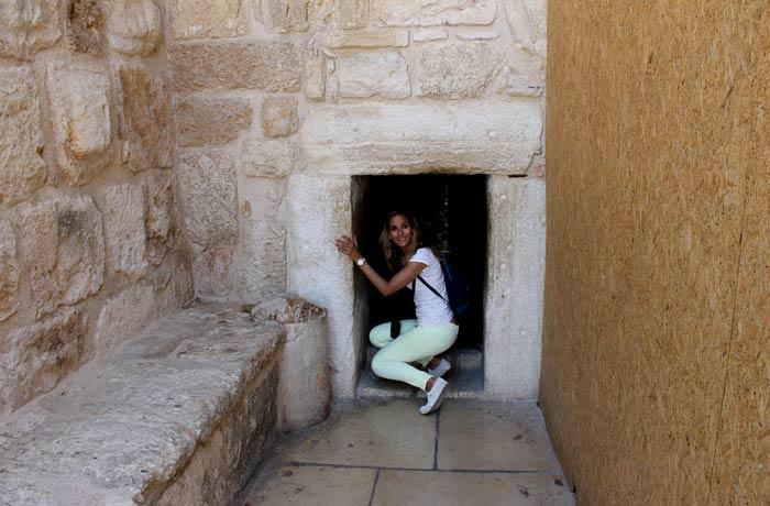 Puerta de la Humildad de la basílica de la Natividad Belén desde Jerusalén