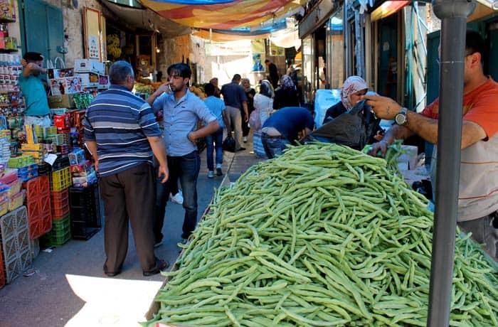 Puesto de hortalizas en Belén