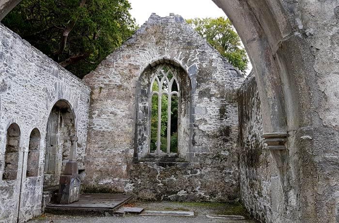 Interior de la abadía de Muckross Anillo de Kerry