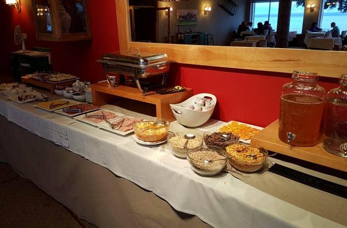 Desayuno del hotel Tres Reyes en Bariloche Argentina por libre