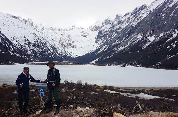 Ante la Laguna Esmeralda en Ushuaia Argentina por libre