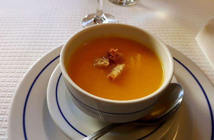 Sopa de legumbres con picatostes comer en Trancoso