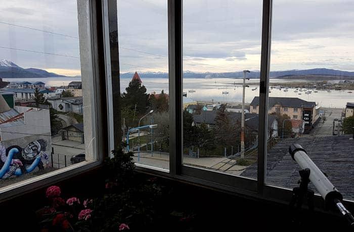 Vistas desde la zona de desayunos del hotel Mustapic en Ushuaia Argentina por libre