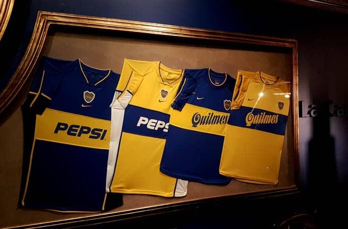 Camisetas de Boca Juniors en el Museo de la Pasión Boquense visitar La Boca