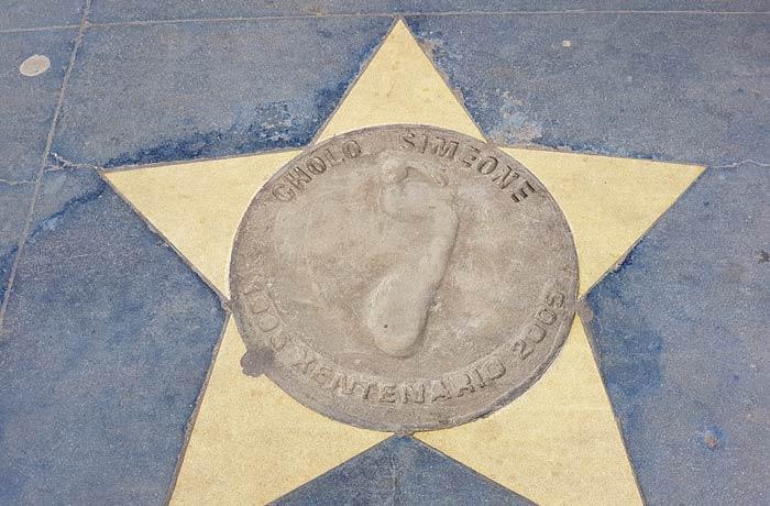 Estrella de Simeone enfrente de La Bombonera visitar La Boca