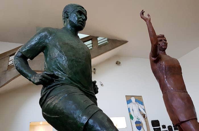 Estatuas de Riquelme y Palermo en La Bombonera visitar La Boca