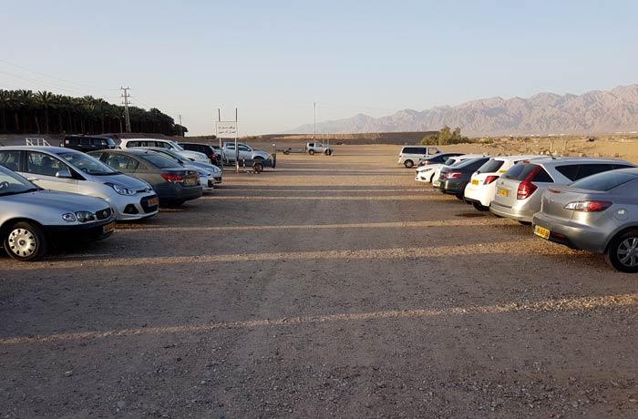 Aparcamiento donde dejamos el coche junto a la frontera israelí pasar de Israel a Jordania
