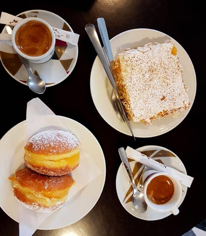 Cafés y dulces en la Confeitaria da Ponte comer en Amarante