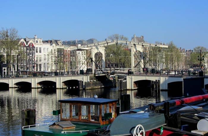 Vista del Marege Brug Ámsterdam en tres días