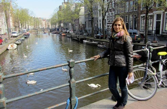 Uno de los puentes sobre los canales Ámsterdam en tres días