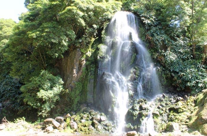 Cascada de la Ribeira dos Caldeiroes en Sao Miguel viajar a las Azores por libre