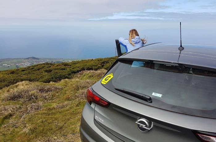 Nuestro coche de Goldcar en la Serra de Santa Bárbara de Terceira viajar a las Azores por libre