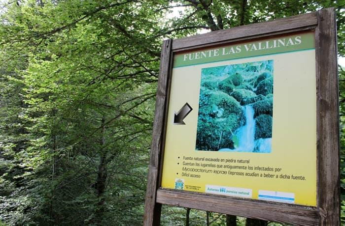 Panel informativo de la fuente de Las Vallinas cascada del Xiblu
