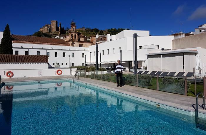 Piscina del Hotel Convento qué hacer en Aracena