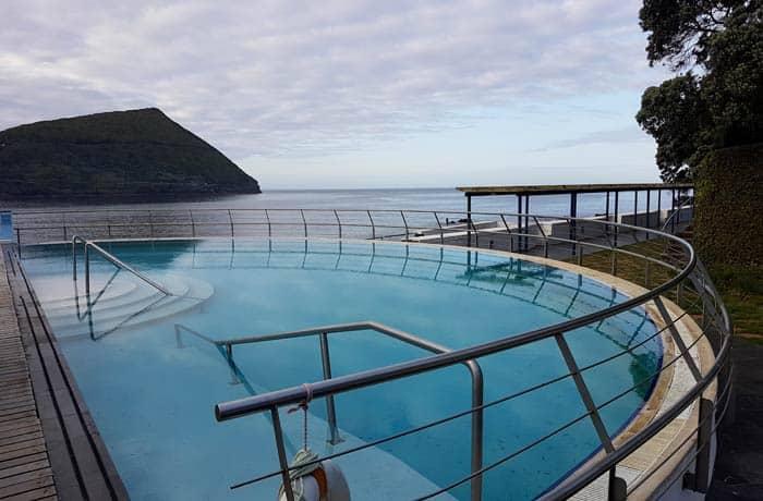 Piscina del hotel do Caracol en Terceira viajar a las Azores por libre