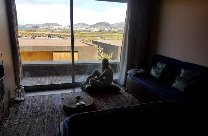 Salón de la habitación de Santa Bárbara Eco Beach Resort viajar a las Azores por libre