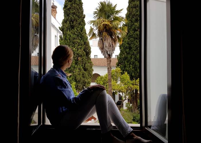 En la ventana de nuestra habitación del Hotel Convento qué hacer en Aracena