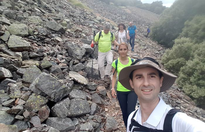 Caminando por la pedrera del Gorgorizo chorrera de Jigareo