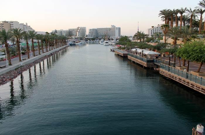 Lago junto al puerto de Eilat